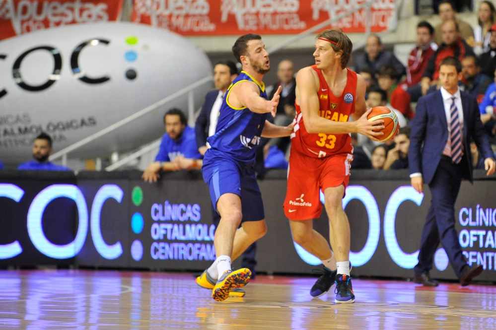 Marko Lukovic firma con il Primorska